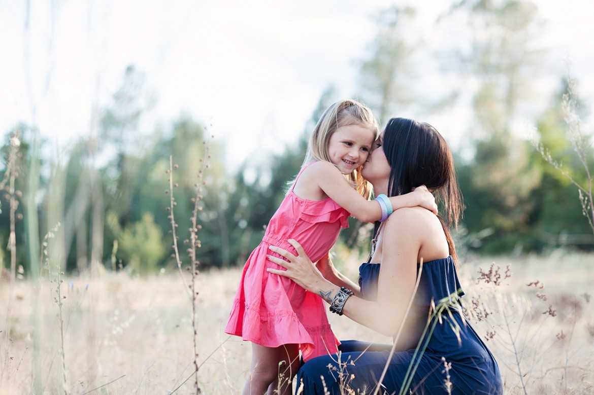 adorable-little-girl-and-her-mom_redding-ca-photographer_family-photos-1170x779 (1)