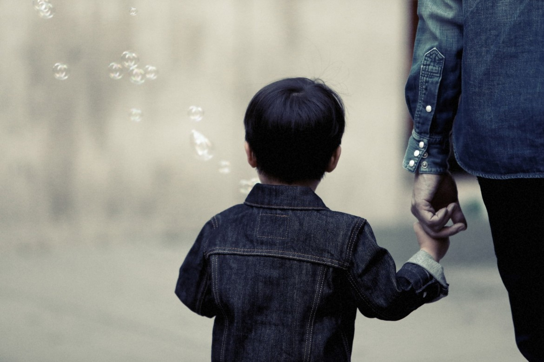 copil cu tatăl lui