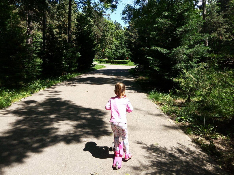 copil in parc
