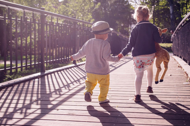 Daca vrem o lume mai buna pentru copiii nostri trebuie sa ii invatam empatia si stima de sine